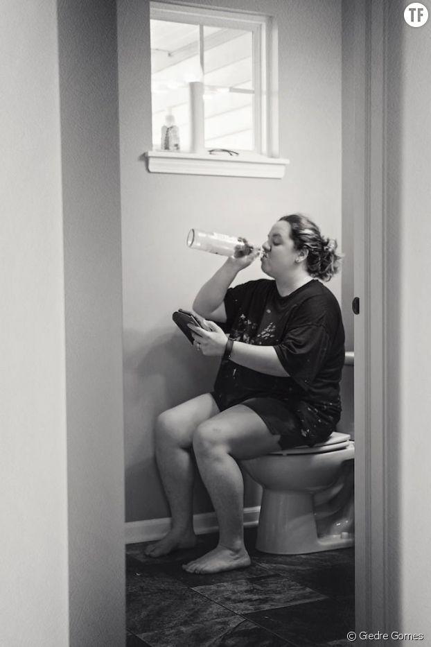 """""""Parfois, une maman a besoin d'un peu de temps pour siroter un peu de vin et checker son téléphone."""""""