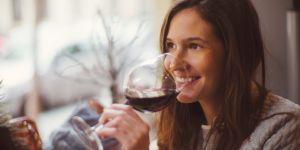 Les femmes sont bien meilleures en dégustation de vins que les hommes