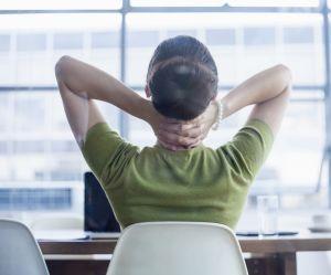 Les conseils d'ostéo pour s'étirer après une (rude) journée de boulot