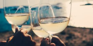 Ce vin français servi au mariage de Harry et Meghan fait un carton