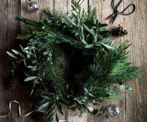 Comment faire une couronne de Noël en feuillage ?