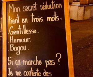 La pancarte sexiste de ce restaurant de Rueil-Malmaison crée la polémique