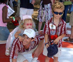 Luke Perry avec sa fille Sophie et son fils Jack en 2004