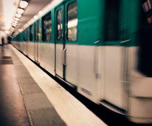 """Le """"harceleur à la couronne"""" du métro parisien sous le coup d'une enquête"""