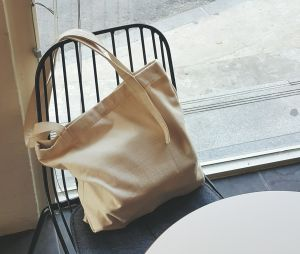comment faire un tote bag avec un t shirt terrafemina. Black Bedroom Furniture Sets. Home Design Ideas