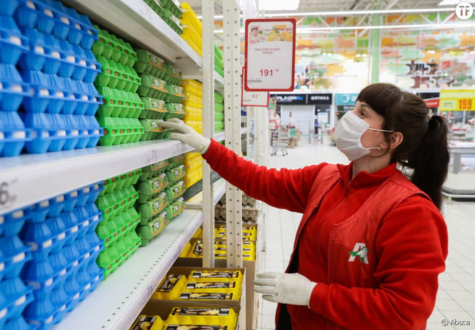Salariée d'un supermarché pendant l'épidémie de coronavirus