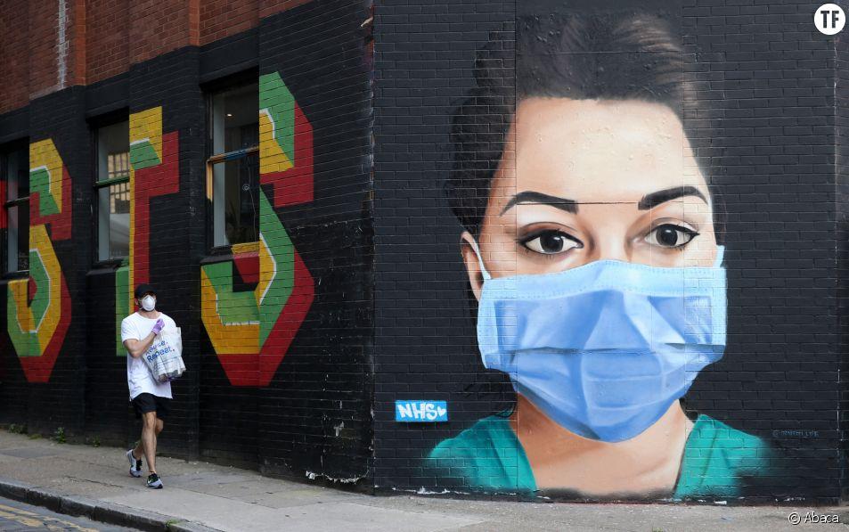 Fresque murale représentant une infirmière à Londres