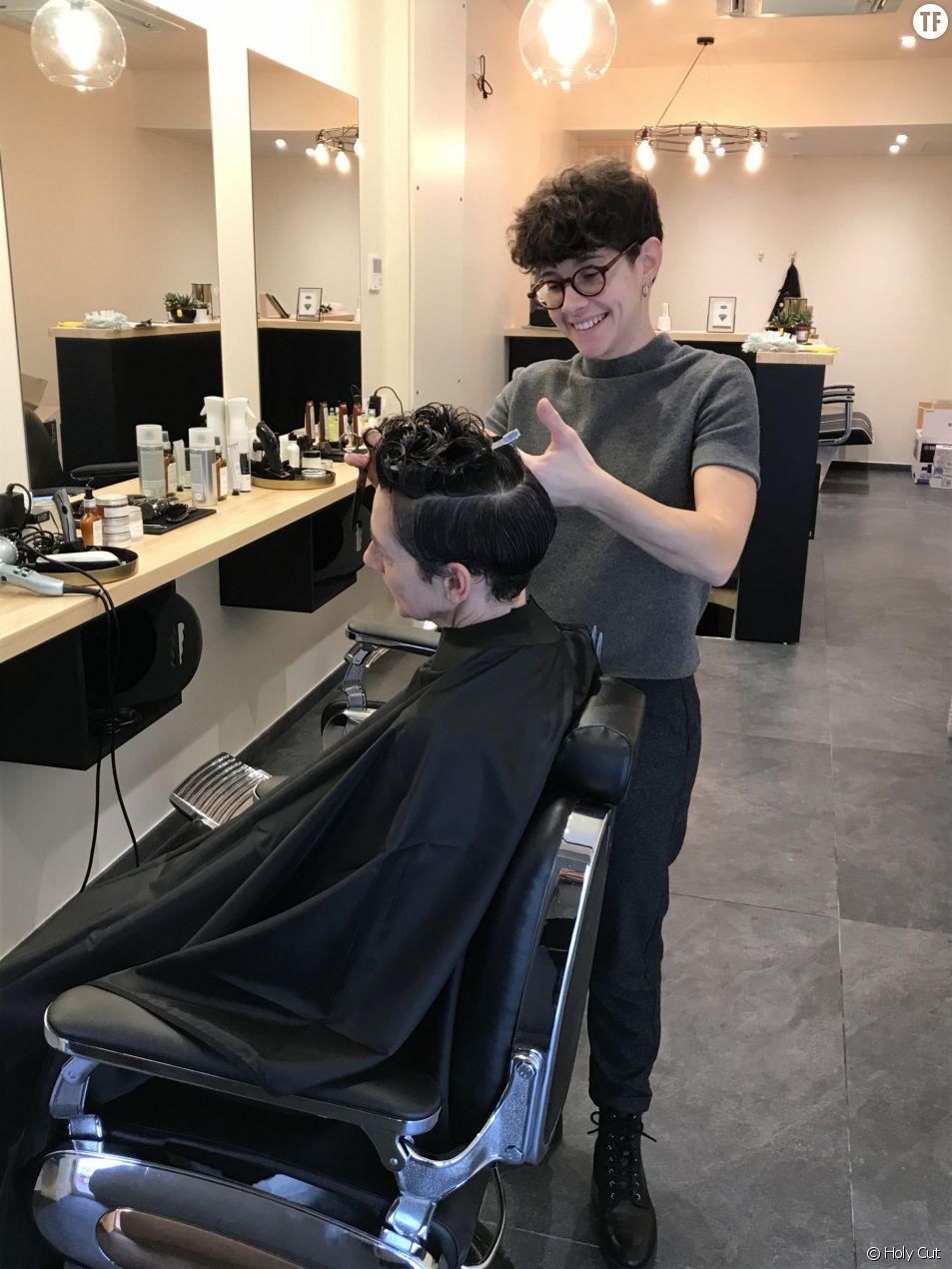 Lucie Bouteila, coiffeuse féministe d'un barbershop à Bordeaux