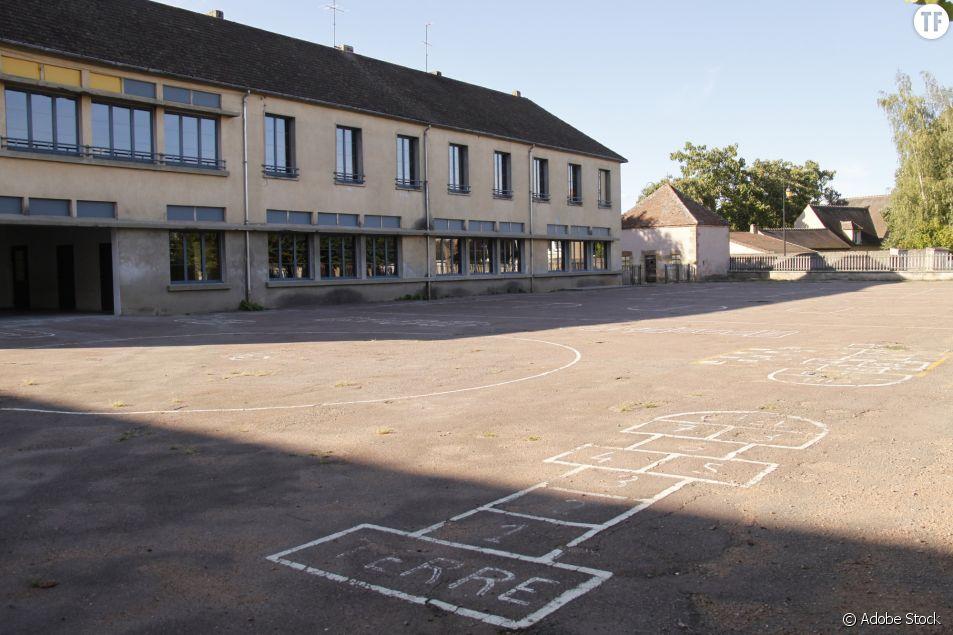 Cette école remplace le bitume de la cour de récré par des espaces verts et dégenrés