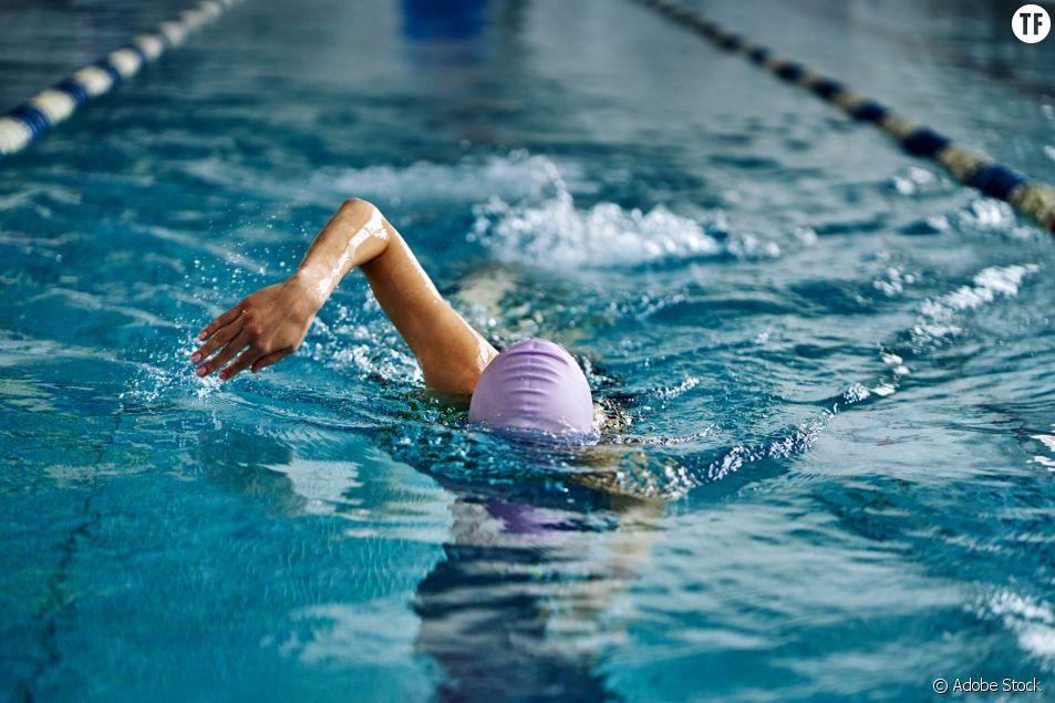 """Humiliée à la piscine par un maître-nageur pour un maillot """"trop échancré"""""""