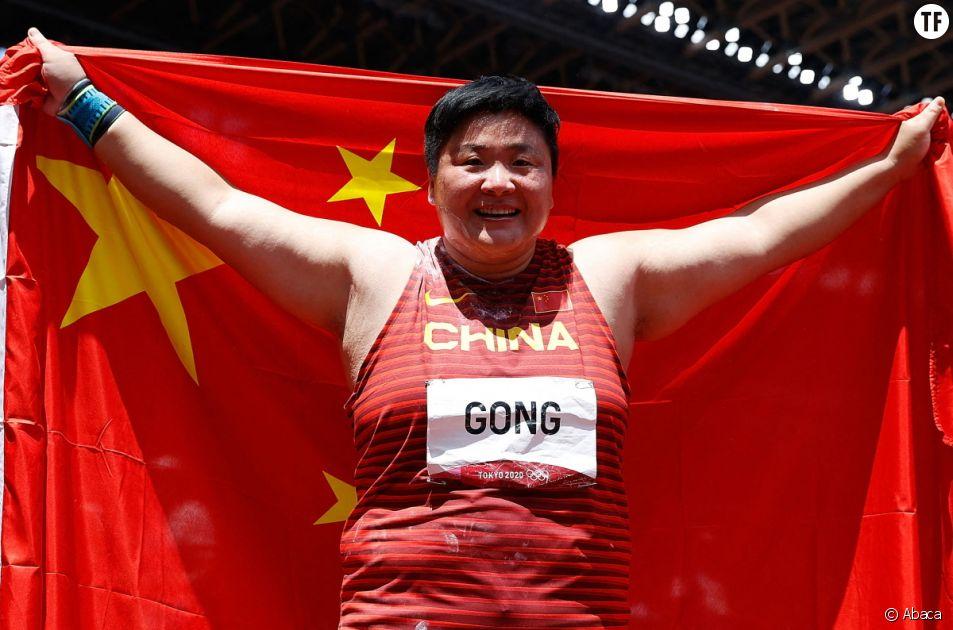 """Cette interview lunaire où la championne olympique Gong Lijiao questionnée sur sa """"masculinité"""""""