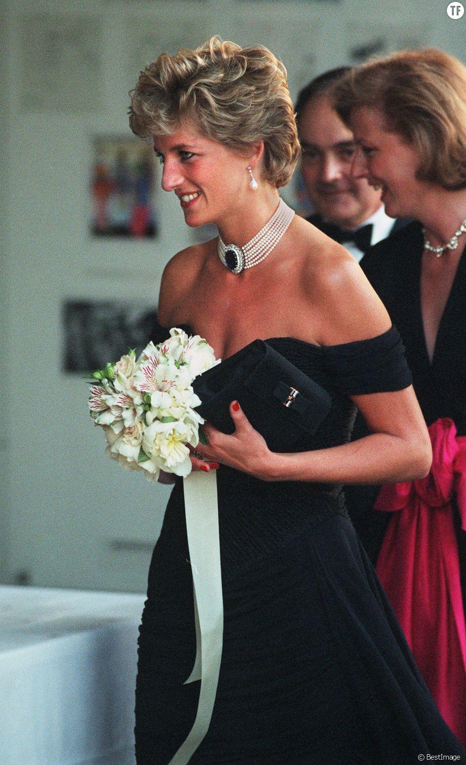 La princesse Diana et sa revenge dress à la Serpentine Gallery le 29 juin 1994