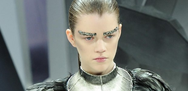 chanel sourcils bling